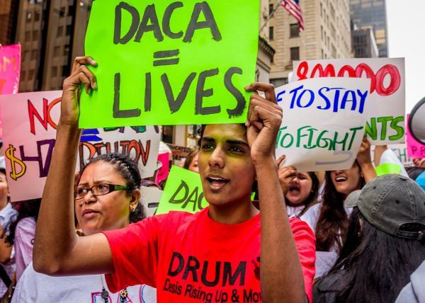 Enfrentando un futuro incierto, una joven DACA sueña con el pasado