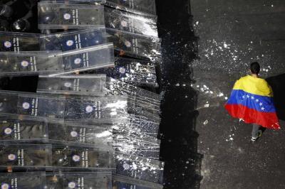 Les duele Venezuela roja, rojita